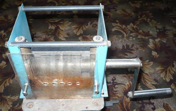 Пример усовершенствованного механического станка кустарного производства для строгания ленты для плетения